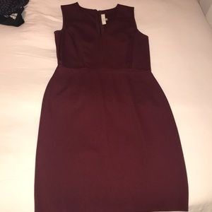 Ann Taylor loft maroon v-neck pencil dress